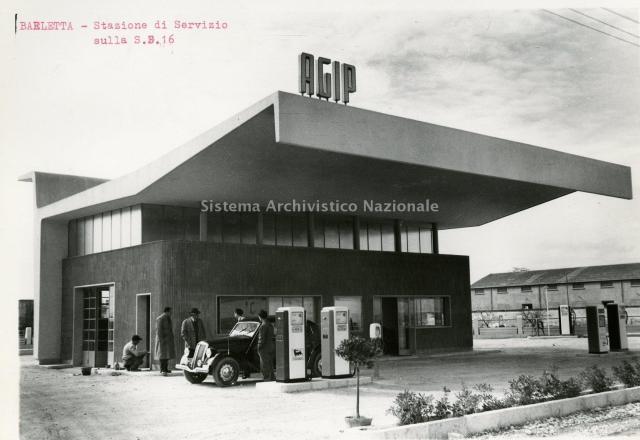 stazione agip a barletta  anni 50