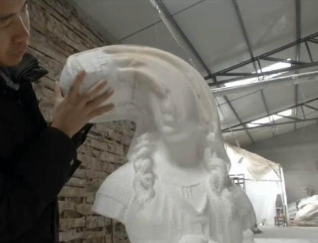 Sculture fatte di fogli di carta