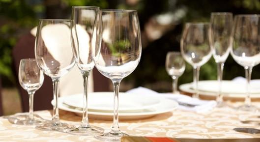 l_tavolo-ristorante-generica-bicchieri