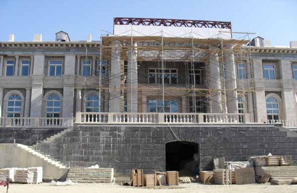 CIRILLO Putin_palace_construction-1