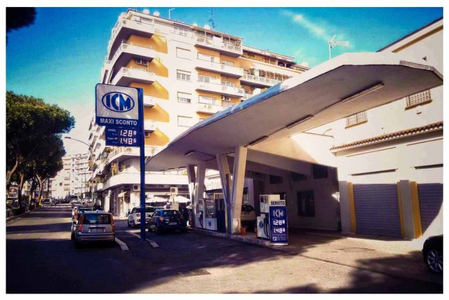 Stazione servizio Perugini - via Appia, zona colli albani.jpg