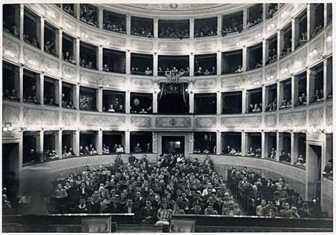 01-teatro-comunale.jpg